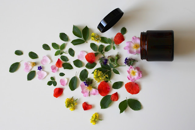 Natural cosmetics and new industry trend
