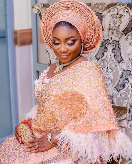 Le gele ou Foulard Nigérian un accessoire d'élégance des femmes africaines : Mode, foulard, gele, tie, nigérian, africain, fête, tête, accessoire, élégance, femme, noire, mariage, LEUKSENEGAL, Dakar-Sénégal,Afrique