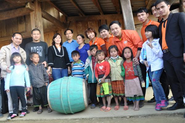 FPT Hưng Yên Tặng Quà Cho Người Dân Nghèo 1