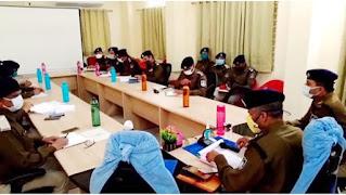 डीआईजी श्री सक्सेना मंदसौर, नीमच के पुलिस अधिकारियो के साथ बैठकें ली, आवश्यक दिशा निर्देश दिए