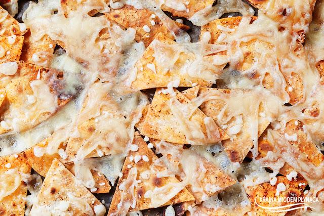 domowe chipsy z tortilli, chipsy serowe, chipsy z papryką i serem, chipsy paprykowe, domowe chrupki, szybkie przekąski na imprezę, łatwe przekąski na imprezę, domowa tortilla, kraina miodem płynąca