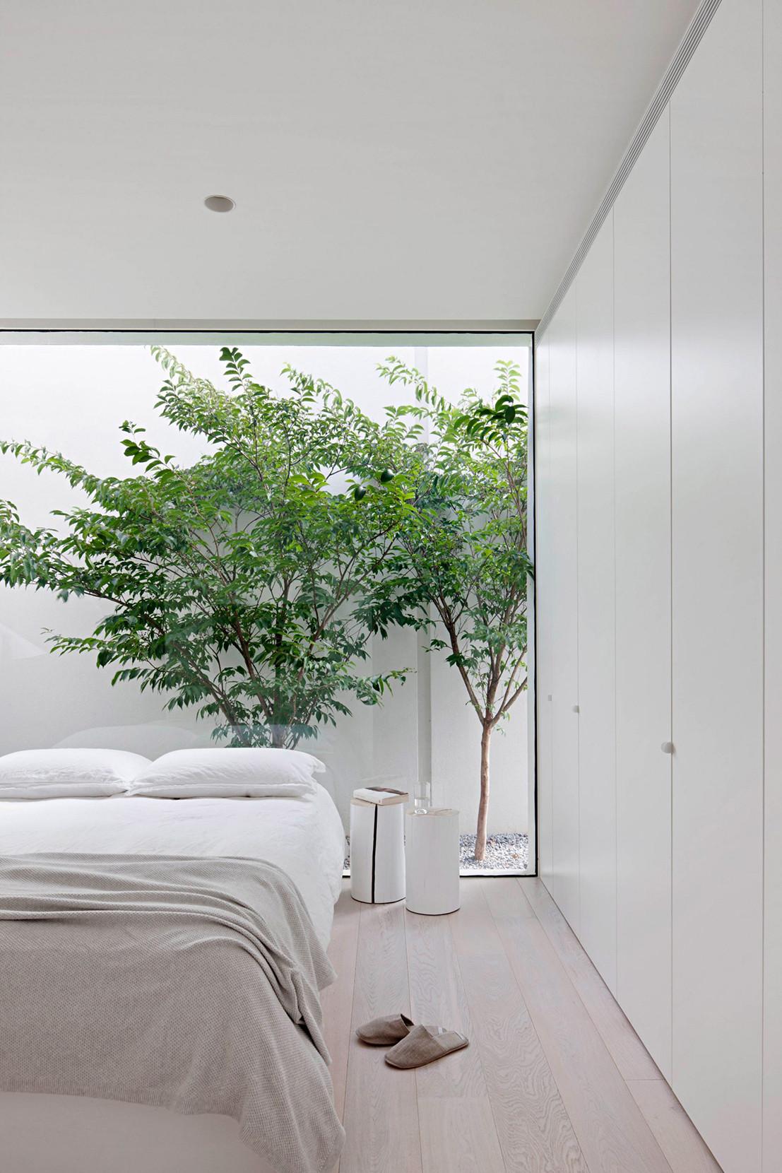 Phòng ngủ có tủ âm tường 22