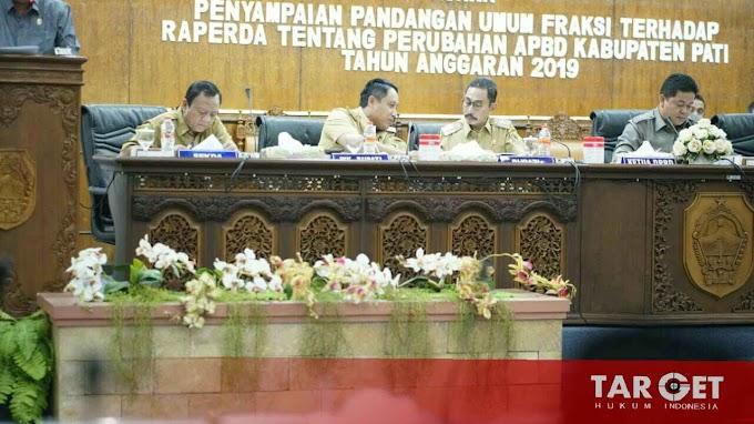 Hadiri Paripurna DPRD, Bupati Haryanto Dengarkan Tanggapan Fraksi Soal Perubahan APBD 2019