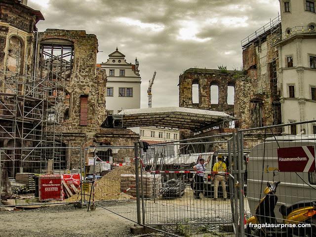 Pátio do Castelo de Dresden sendo restaurado