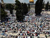 Ratusan Ribu Jamaah Banjiri Masjid Al-Aqsha