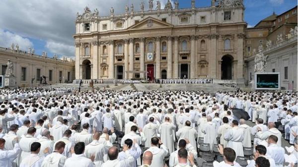 'O Vaticano é uma organização gay': o polêmico livro que diz revelar a corrupção e a hipocrisia na Igreja
