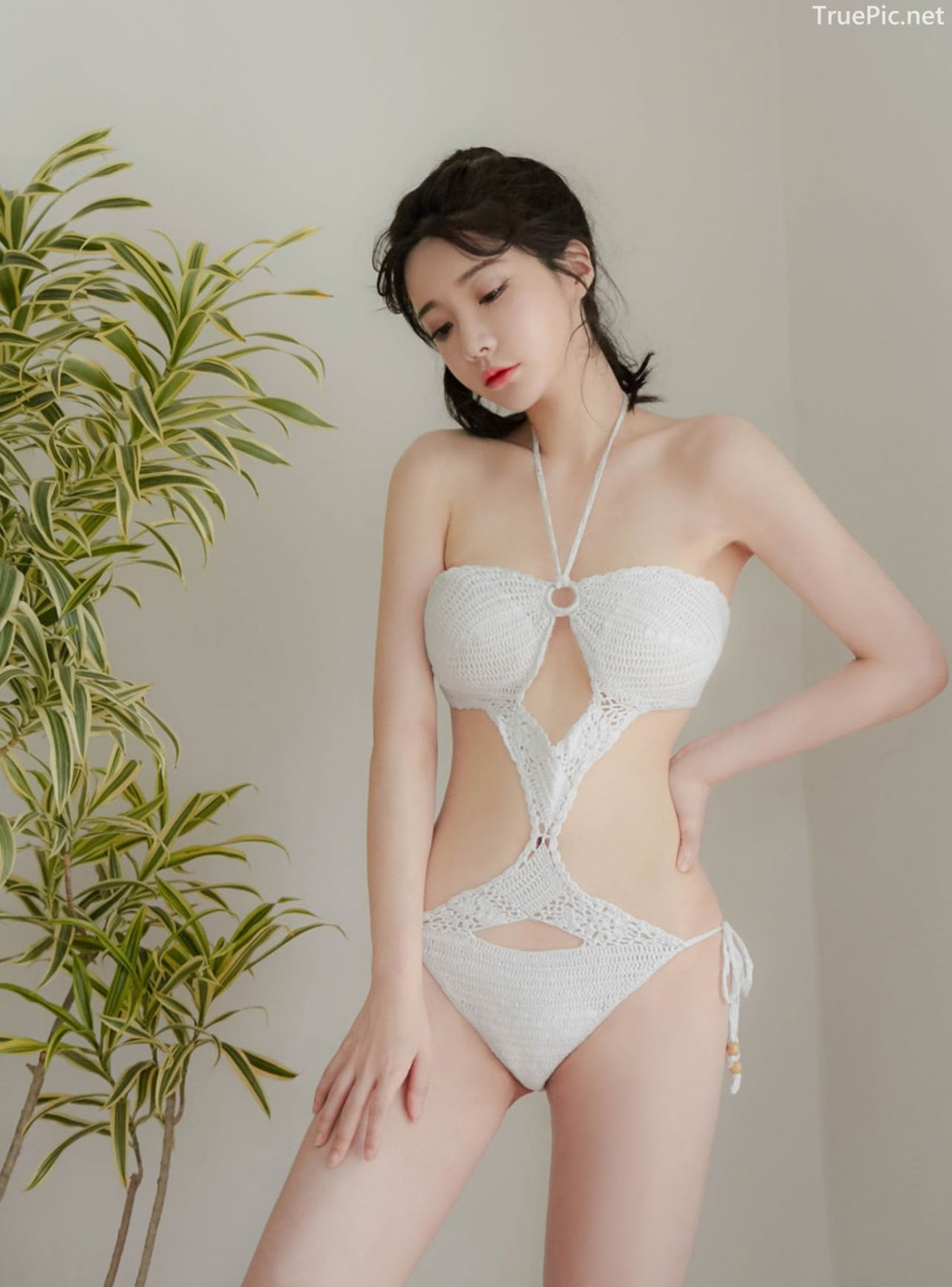 Yoo Gyeong - White vs Black swimsuit - Korean model and fashion - Picture 2