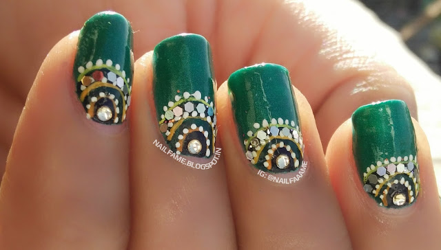 HALF MOON NAILART