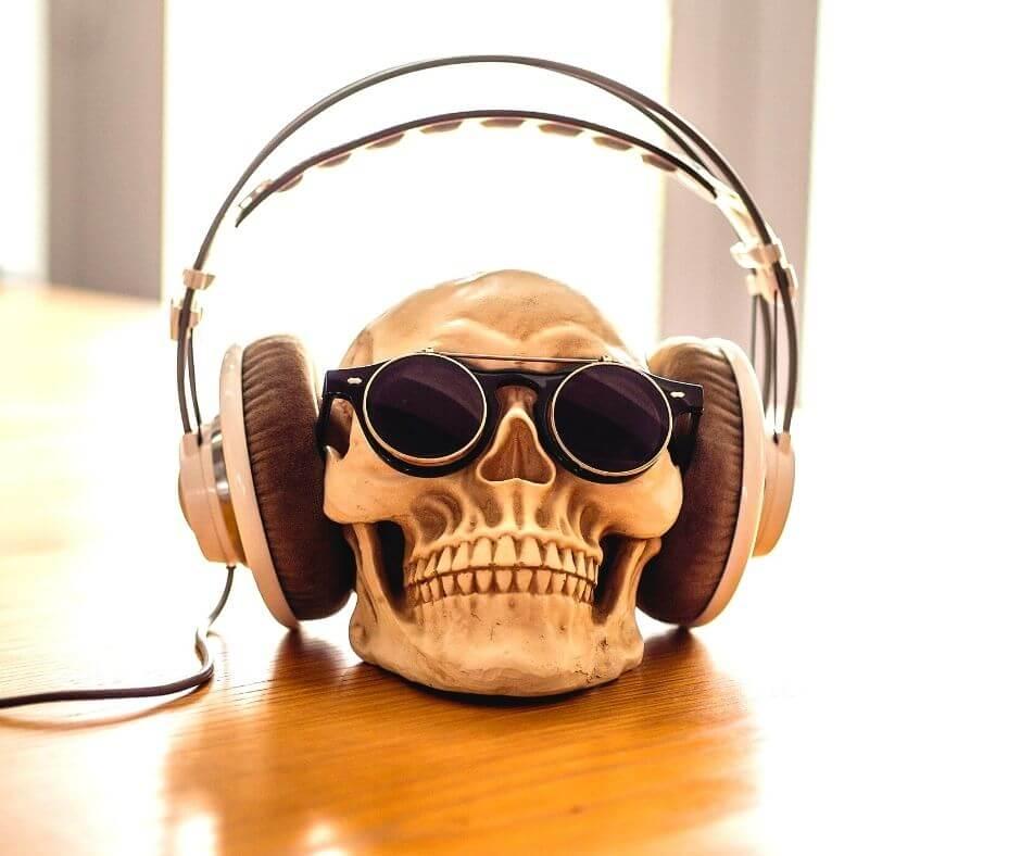 reading-listening-watching-10-headphones