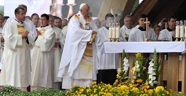 Bencsik András: Nincs rendben, hogy a pápa a románokat sokasodásra, a magyarokat békülésre szólította fel