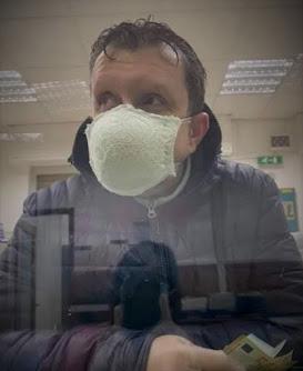 Smešna slika: Samostalna maska za usta od grudnjaka
