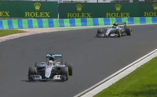 FÓRMULA 1 - Hamilton vence en Hungría y asalta al liderato