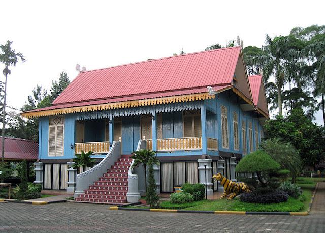 Gambar Rumah Adat Kepulauan Riau - Belah Bubung