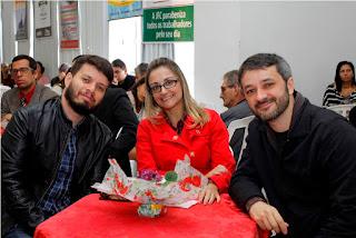 Entre amigos, os integrantes da Banda Falange, Ralf Monteiro e Rômulo Bittencourt, receberam o Troféu 1º de Maio