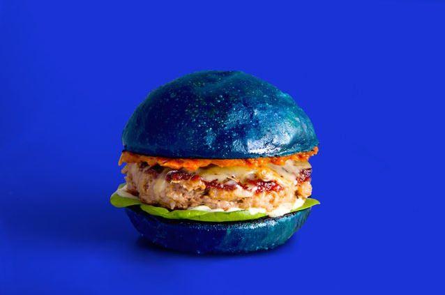Kuliner Unik, Burger Biru