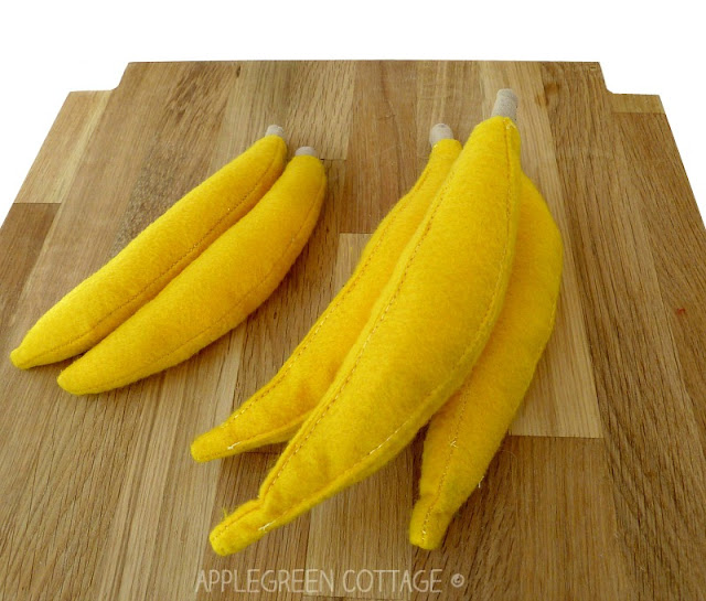 What about making some felt fruit today? Felt bananas to be used as play food, to be exact. They are crazy cute, and fun to make! And since felt is easier to sew with than fabrics, beginner sewing enthusiasts will love this too!