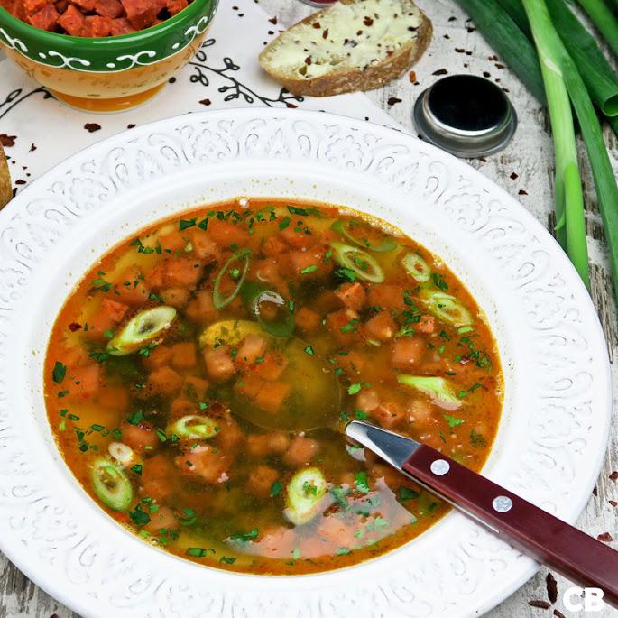 Spaanse bouillon met chorizo en tomaat