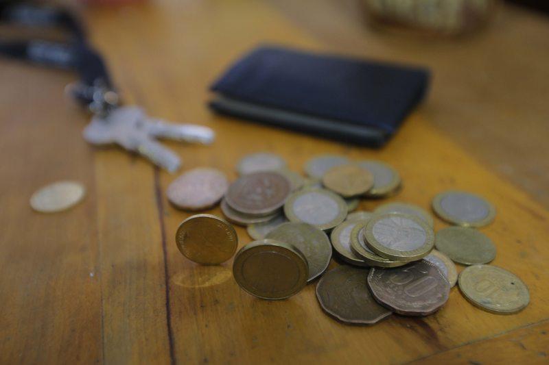 Gerenta tesorera del Banco Central llama a volver a usar las monedas en Chile
