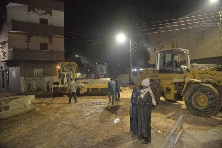 محافظ أسيوط يتابع رصف الطرق وتطوير بعض القرى بمركزي البداري وساحل سليم / الأهرام نيوز