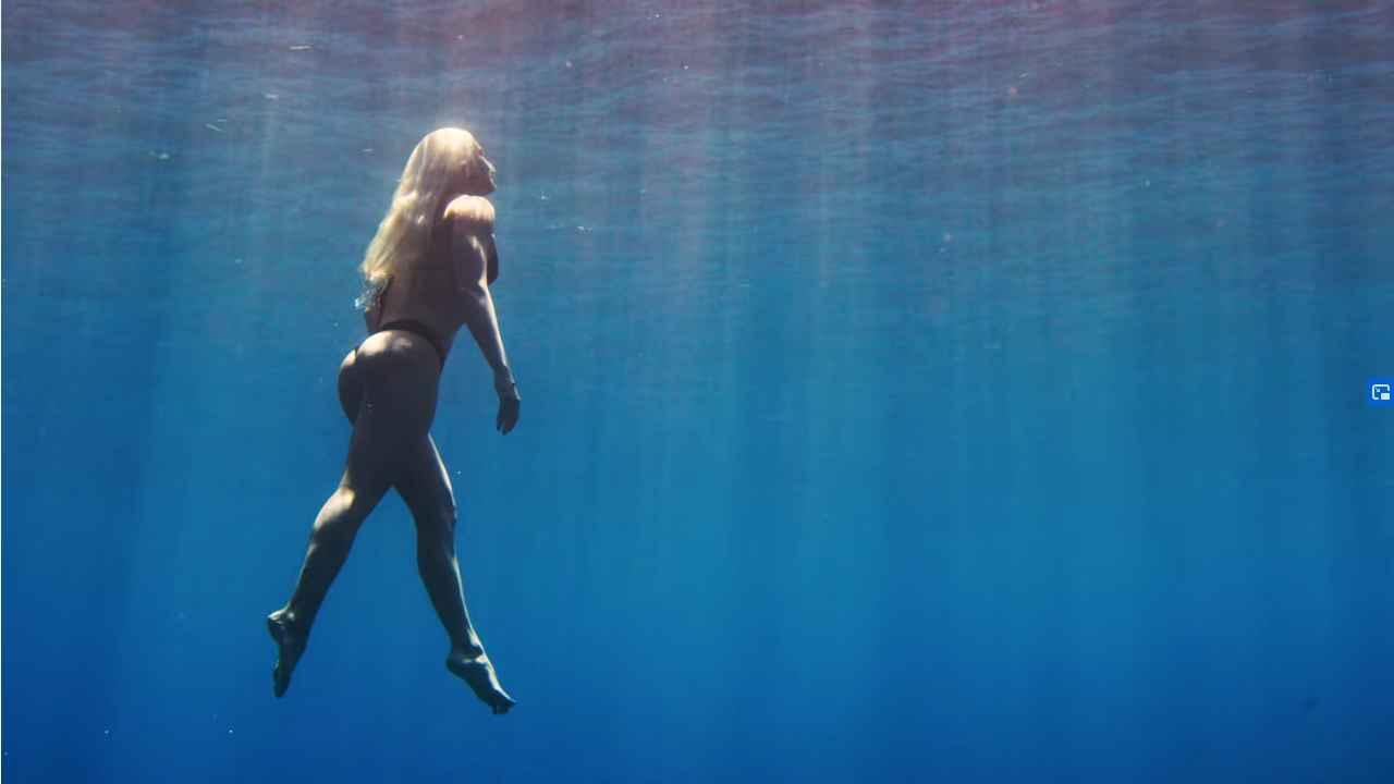 tatiana weston web surfer tahiti 16