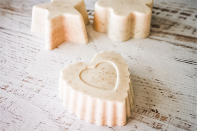 Learn how to make oatmeal and honey goat's milk soap with this easy soap recipe for beginners. You make this soap without lye, using the simple melt and pour method.