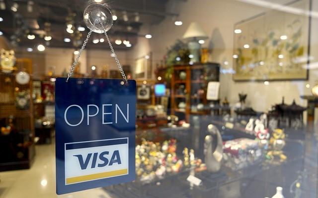 foto Tienda invitando a comprar con tu tarjeta de crédito