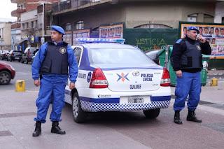 Un grupo de delincuentes baleó a un hombre en las piernas en un intento de robo en Quilmes. El hecho ocurrió a pocas cuadras del centro de Quilmes. Familiares de la víctima denunciaron además que efectivos no investigaron si había cámaras en el lugar.