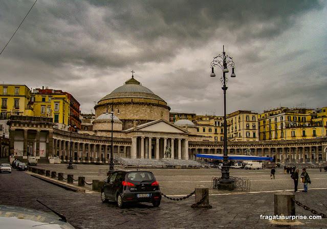 Piazza del Plebiscito, Nápoles, Itália
