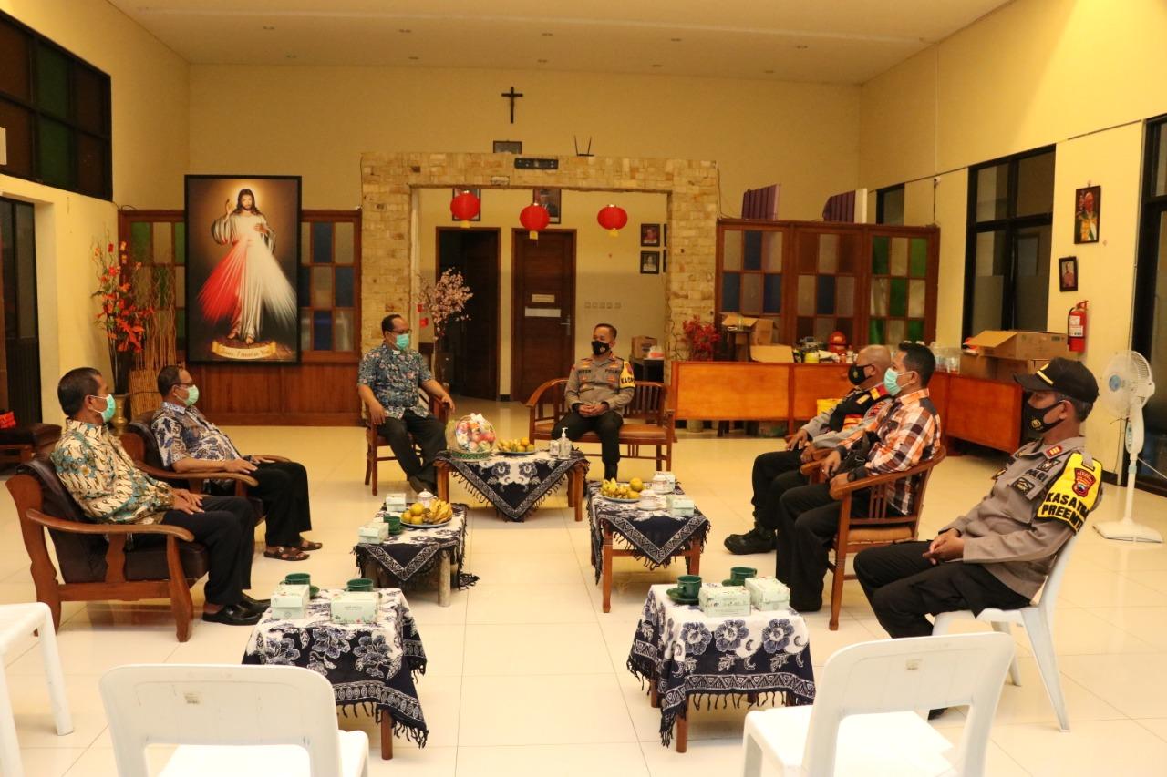 Jelang Hari Raya Paskah 2021, Kapolres Kebumen Patroli ke Gereja