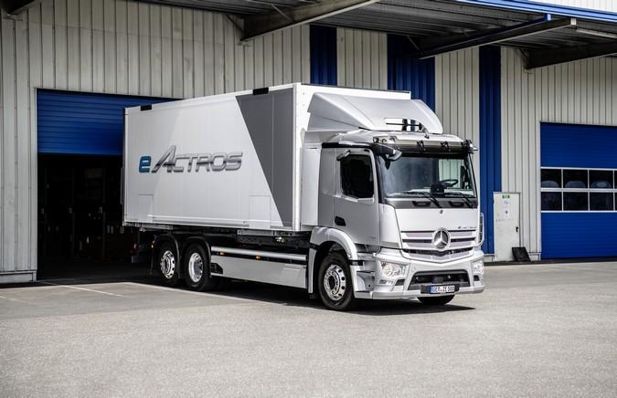 Mercedes-Benz eActros é lançado oficialmente