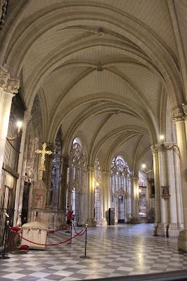 Girola rodeando el Altar Mayor de la catedral de Toledo