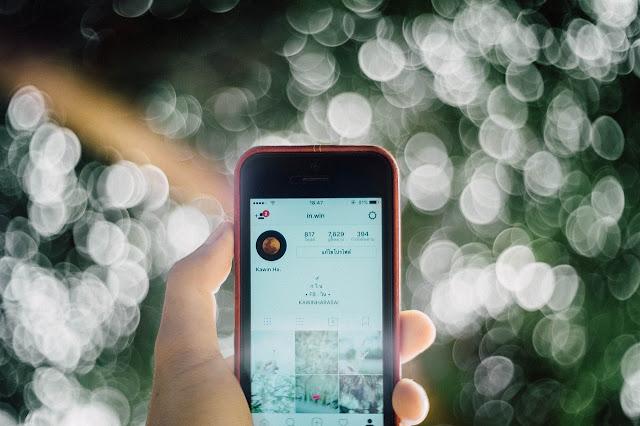 tampilan halaman profil instagram di smartphone