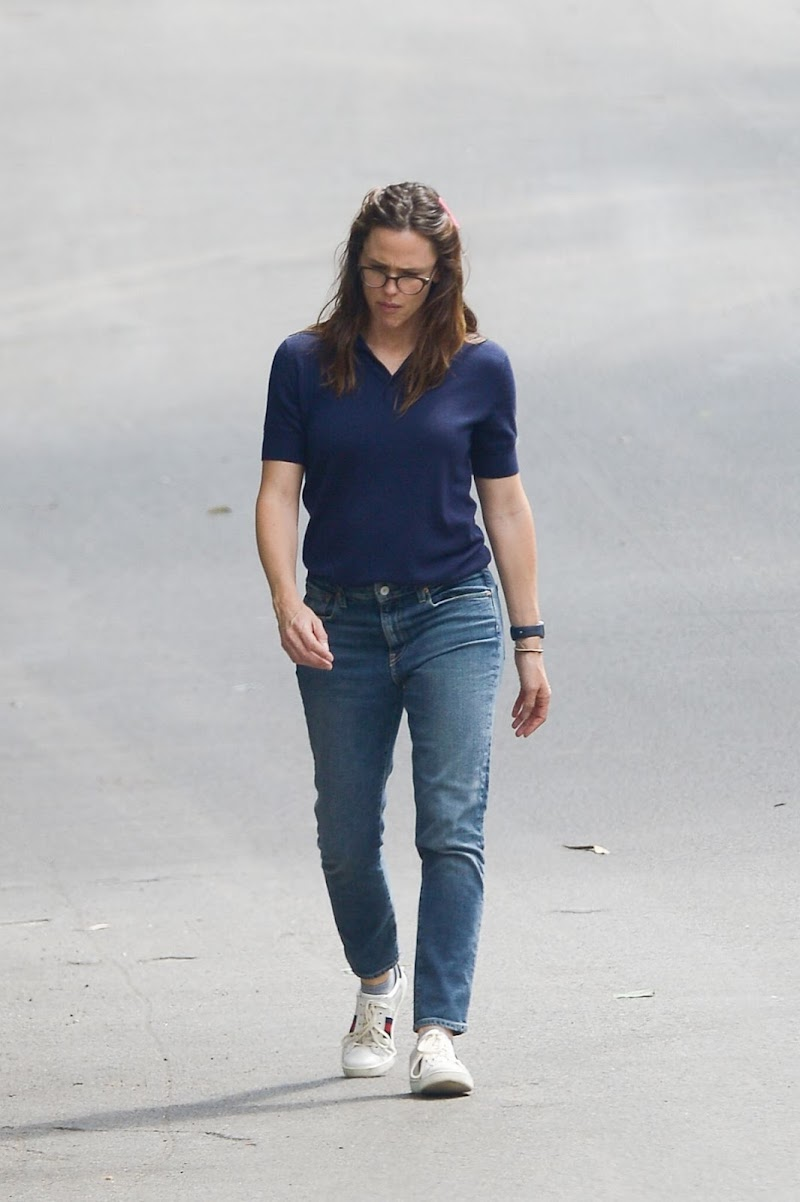Jennifer Garner Clicked in Denim Out in LA 13 Apr-2020 | Ceelbrity Photos Daily