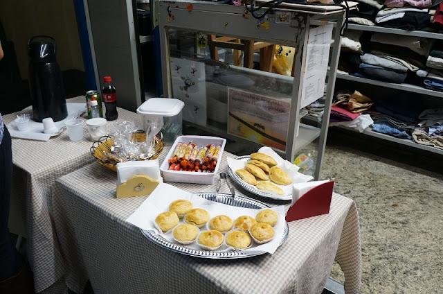 exposição inadequada dos alimentos da banca do CEU - Santos