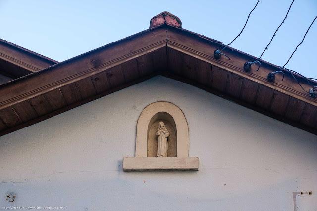Casa na Rua Moysés Marcondes - detalhe da capelinha com imagem de santa