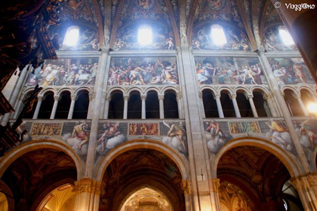 Particolare di una delle pareti interne affrescate del Duomo di Parma