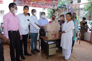 विश्वनाथ महाडेश्वर ने नगरसेवक निधि से 163 गरीब महिलाओं को बांटे सिलाई मशीन   #NayaSaberaNetwork
