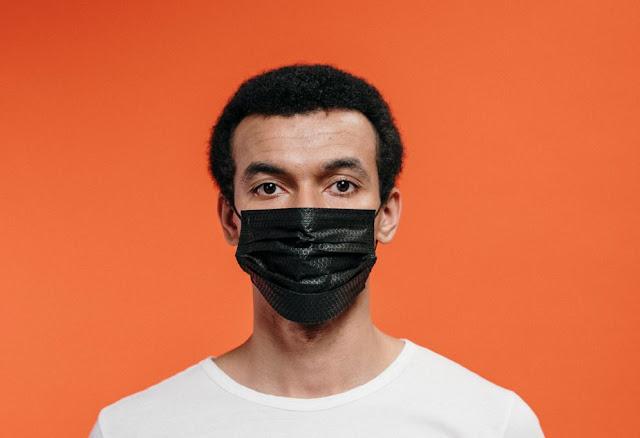 3 Tips Tampil Stylish Menggunakan Masker Fullprint dengan Beragam Motif Keren