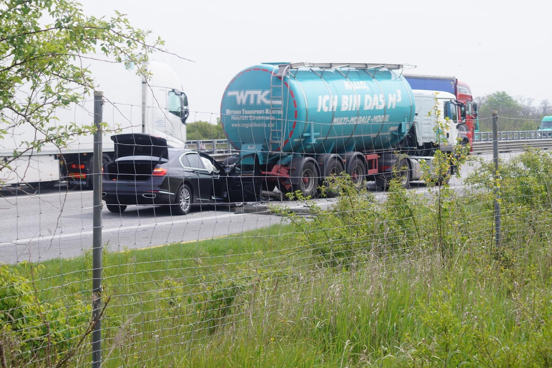 Die A9 Musste Daraufhin Teilweise Gesperrt Werden Es Bildete Sich Ein Kilometerlanger Stau In Richtung Dessau