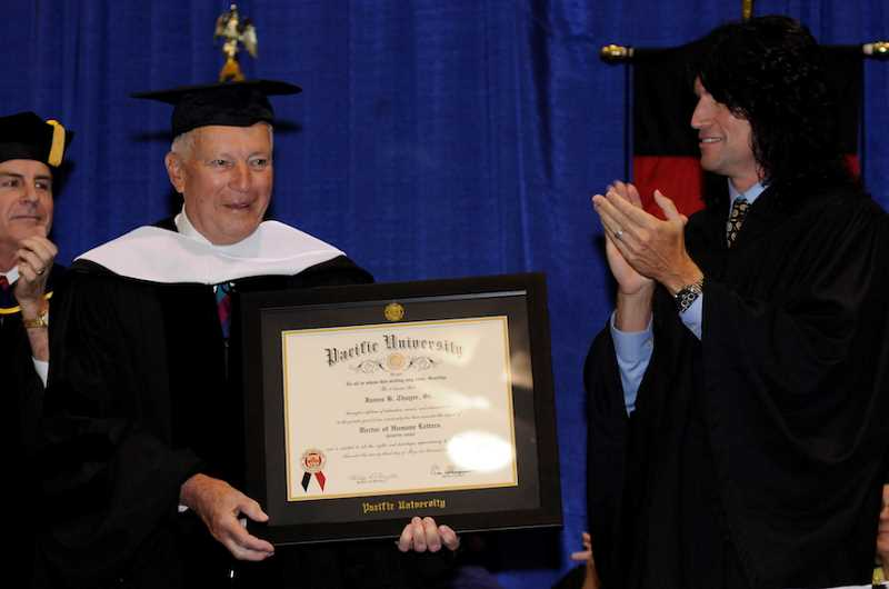 Tommy Thayer gives keynote at Pacific University