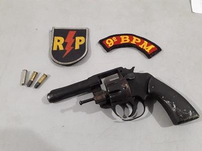 Em Delmiro Gouveia/AL, polícia prende dupla por porte ilegal de arma de fogo