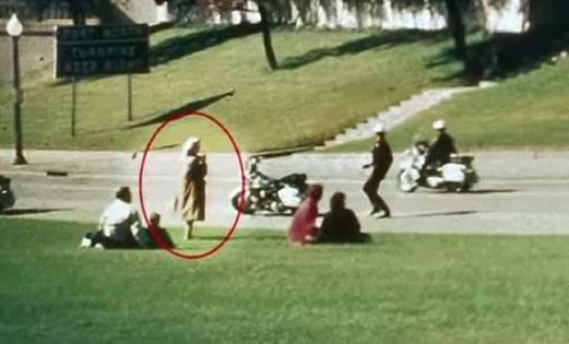 Misteri Babushka Lady saksi pembunuhan JFK