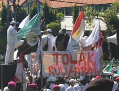 Ribuan Massa Geruduk DPRD Jatim, Suarakan Tolak RUU HIP