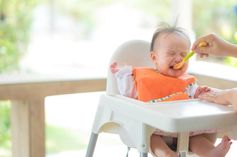 Perlunya Menunda MPASI Hingga Bayi Berusia 6 Bulan