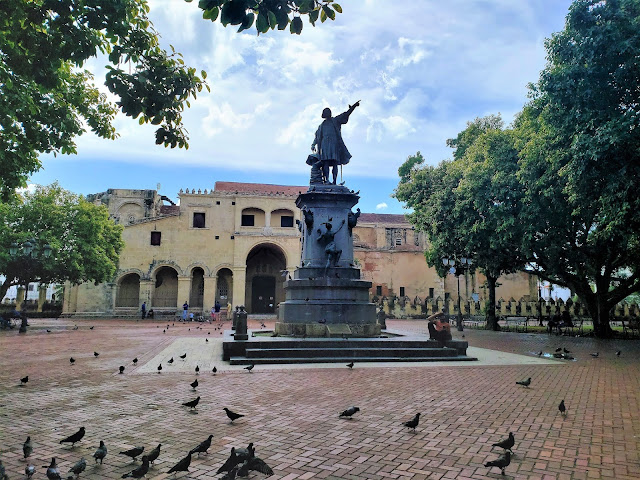 parque colon zona colonial santo domingo dominican republic