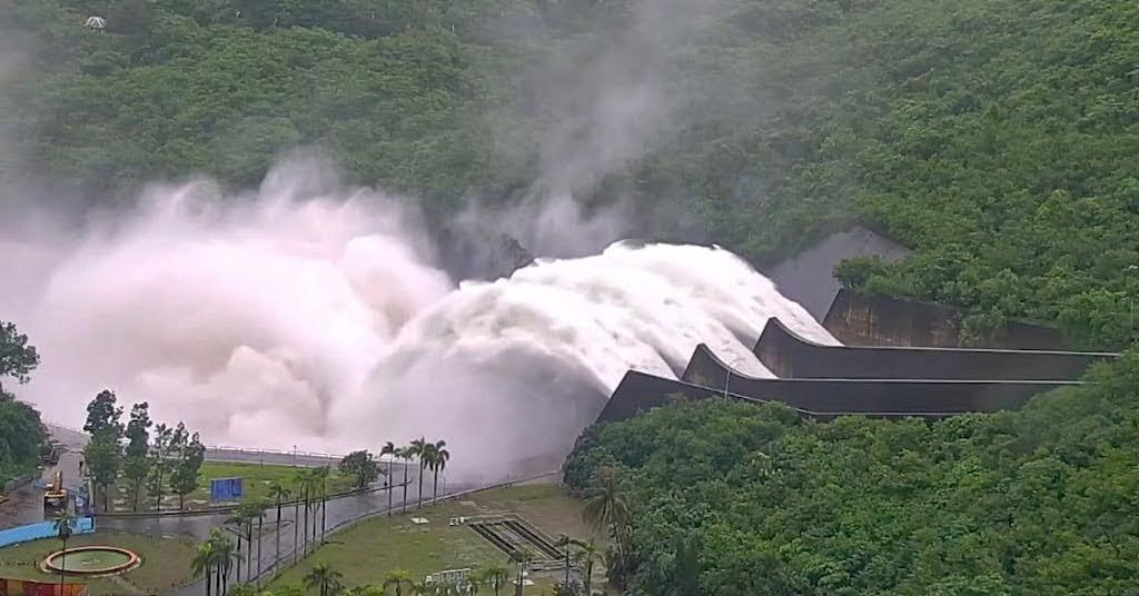曾文水庫滿水位|今日開啟溢洪道並逐步加大放水量