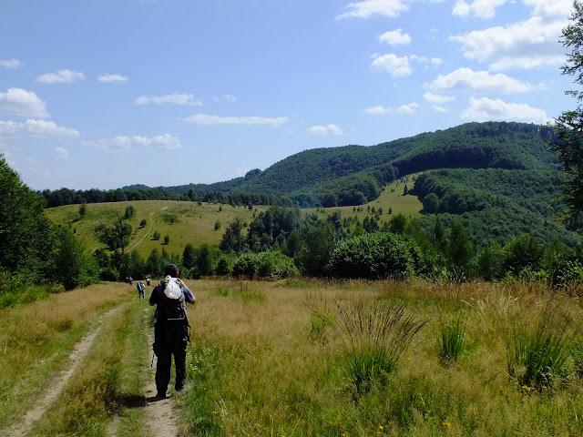 Справа - гора Менчелик