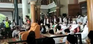 Viral! Petinggi Polisi Disoraki Ribuan Orang di Acara Abuya Uci Turtusi di Tangerang