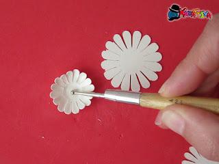 embossare i fiori per effetto realistico