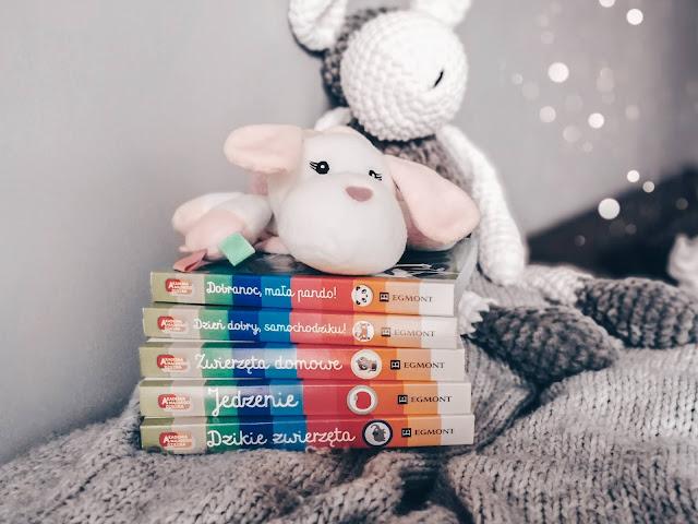 Czytam dziecku   Biblioteczka Hani. Akademia Mądrego Dziecka: Pierwsze bajeczki oraz Pierwsze słowa.